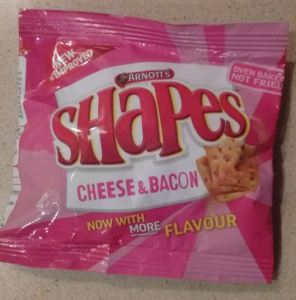 arnott's shapes bacon and cheese flavour